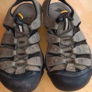 Keen walking / hiking sandals size 8